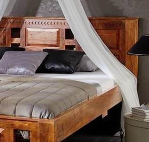 Manželská postel z indického akátu