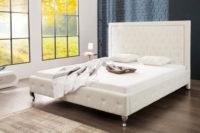 Bílá polstrovaná postel z ekokůže