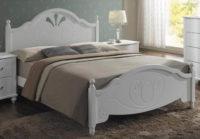 Bílá postel v provence stylu
