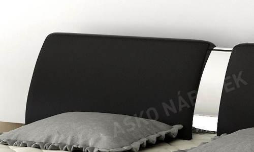 Lesklé chromové detaily postele