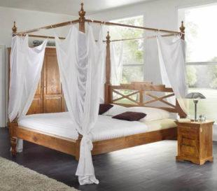 Masivní akátová postel s nebesy