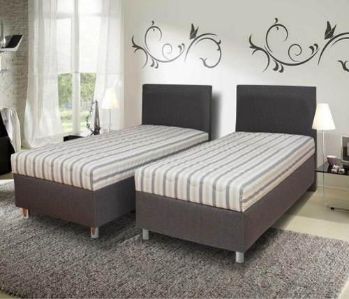 Dvě samostatná lůžka z manželské postele
