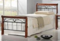 Jednolůžková postel s ozdobně provedenou kovovou částí