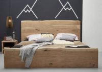 Masivní dvoulůžková postel z přírodní akácie