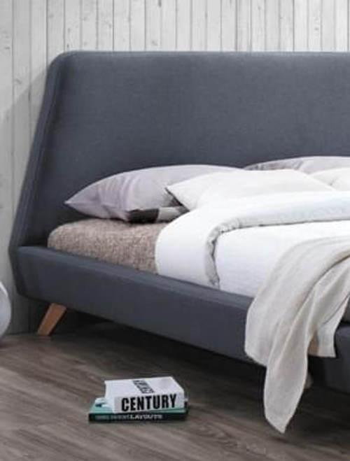 Designová čalouněná postel