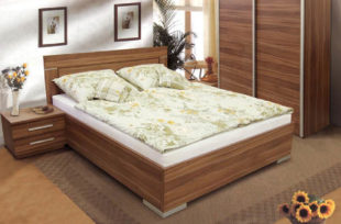 Dvoulůžková postel švestka s úložnými prostory