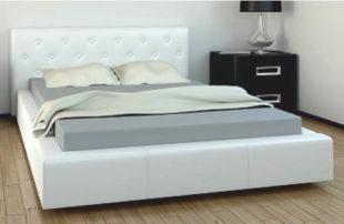 Futonová postel čalouněná bílou ekokůží