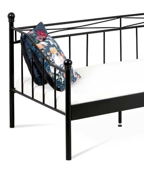 Kovová postel s bočnicemi
