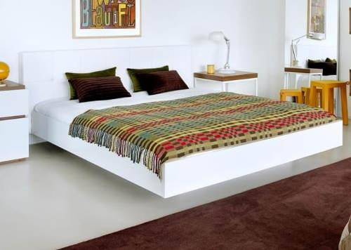 Levitující postel