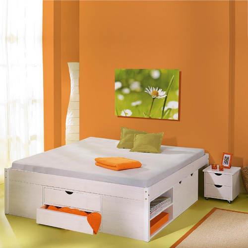 Manželská postel bez čela