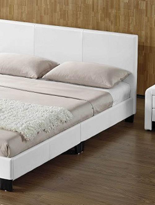 Manželská postel čalouněná bílou ekokůží