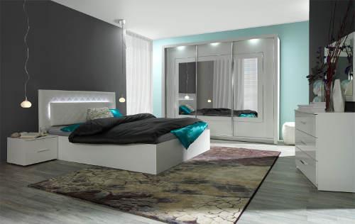 Manželská postel se zabudovaným světlem
