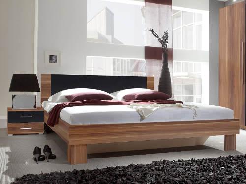 4669e971f1c5 Moderní manželská postel ořech s nočními stolky