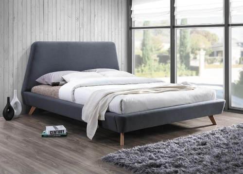 Nízká šedá čalouněná postel s asymetrickým čelem