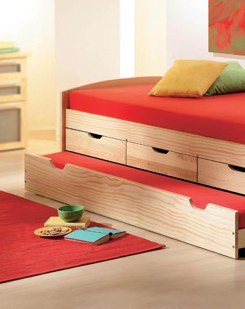 Praktická postel do studentského pokoje