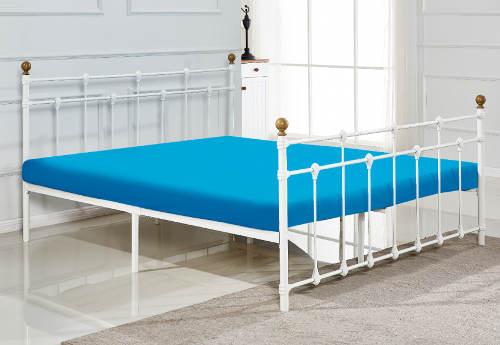 Bílá kovová retro postel