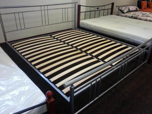 Kovová postel s lamelovými rošty
