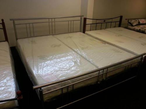 Levná manželská postel 160x200 cm kov