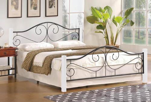Romantická postel z dřeva a lakované oceli