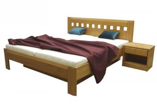 Bytelná manželská postel z masivu