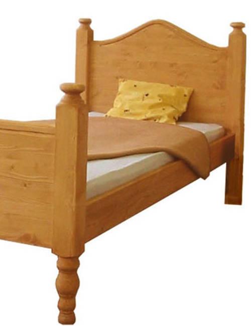 Dřevěná postel starožitného vzhledu
