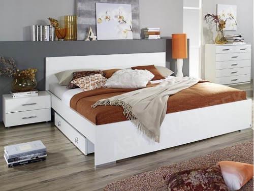 Bílá manželská postel s nočními stolky