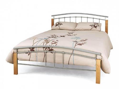 Elegantní postel v kombinaci dubu a stříbrného kovu