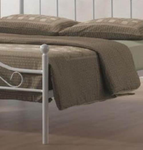 Kovová postel s lamelovým roštem