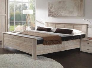 Manželská postel venkovského stylu