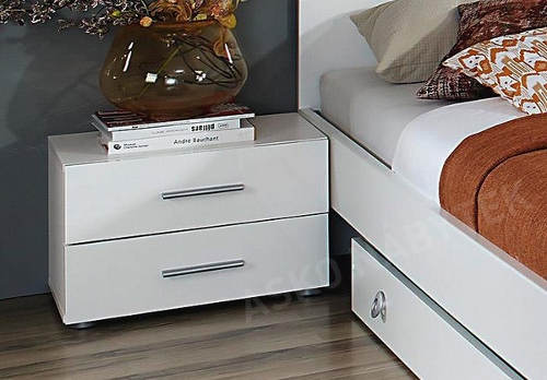 Noční stolky v ceně postele