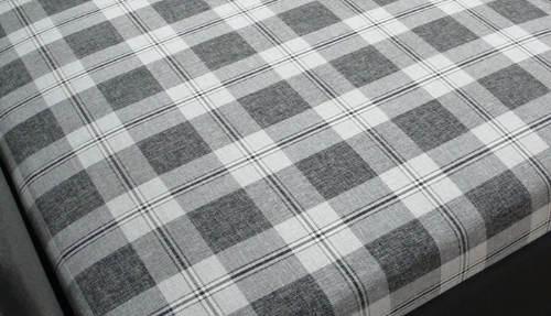 Válenda s karovaným vzorem matrace