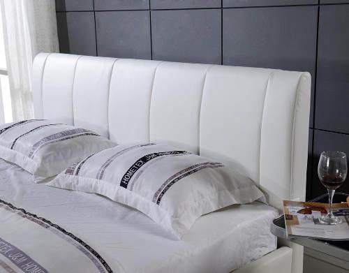 Bílá japonská čalouněná postel