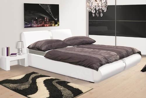 Bílá manželská postel do moderní ložnice