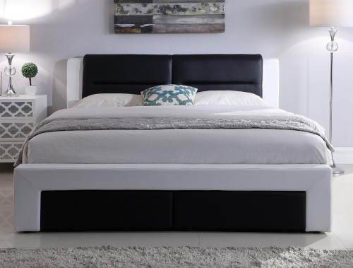 Čalouněná postel v černobílém provedení