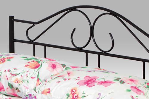Černá kovaná dvoulůžková postel