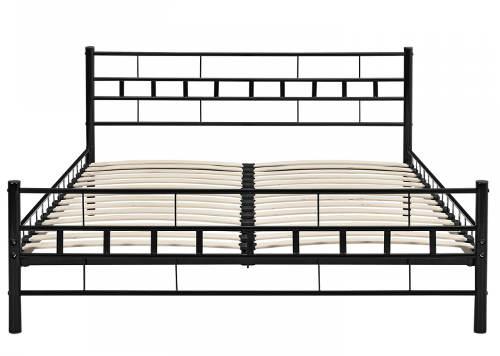 Černá kovová postel s dřevěnými lamelovými rošty