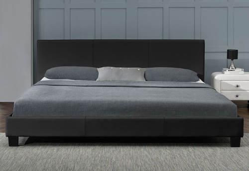 Manželská postel do menší ložnice
