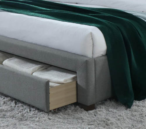Manželská postel s výsuvným šuplíkem