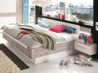 Moderní manželská postel se závěsnými nočními stolky