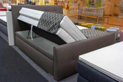 Dvoulůžková postel pro milovníky luxusu