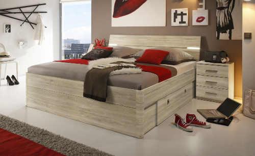 Dvoulůžková postel s LED osvětlením v čele