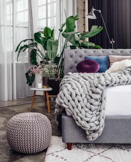 Moderní čalouněná postel