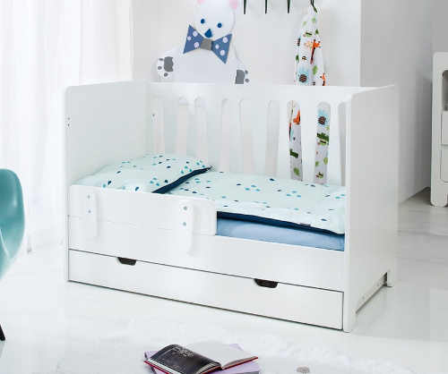 Postýlka předělaná na dětskou postel