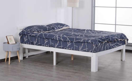 Jednoduchá bílá postel 140 x 200 cm