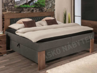 Manželská postel s plochou lůžka 180×200 cm vybavená komfortními matracemi