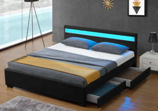 Nízká postel pro mladé manželé s úložným prostorem černým koženým čalouněním a led osvětlením