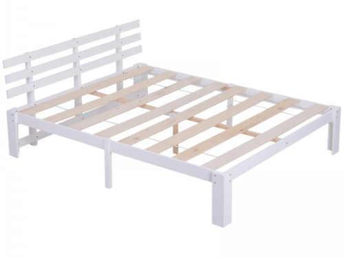 Bílá masivní manželská postel venkovský styl