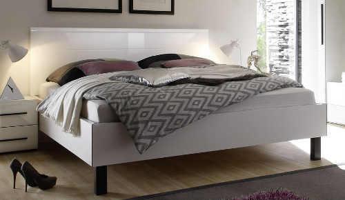 Jednoduchá bílá lesklá dvoulůžková postel Harmony