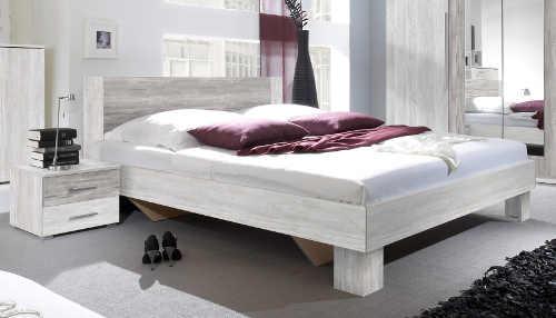 Moderní manželská postel Verwood s nočními stolky vznikla z kvalitních materiálů