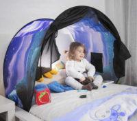 Dětský stan nad postel s noční oblohou